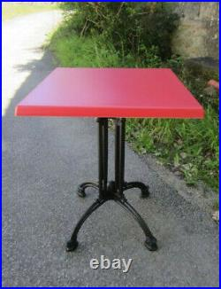 8 Tables'bistrot' Plateau Werzalit Rouge Pied Fonte Neuf