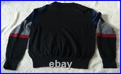CERRUTI Pull col rond bleu, gris, noir et rouge 100% laine Taille M Neuf