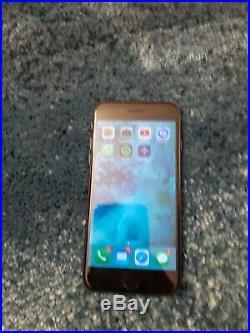 Iphone 7 32GO couleur noir état neuf avec chargeur et coque rouge